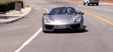Jay Leno conduce el Porsche 918 Spyder y abrasa a preguntas al jefe del proyecto