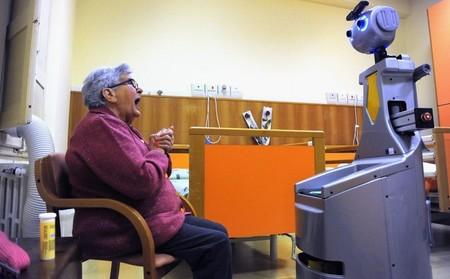 Estamos usando mucha tecnología para ayudar a ancianos a vivir en casa: así es su vida autónoma en pleno inverno demográfico