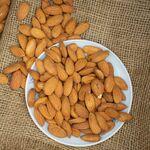 Almendras un snack saludable con múltiples beneficios para la salud que puede ayudarte a salvar tu vida de un paro cardíaco