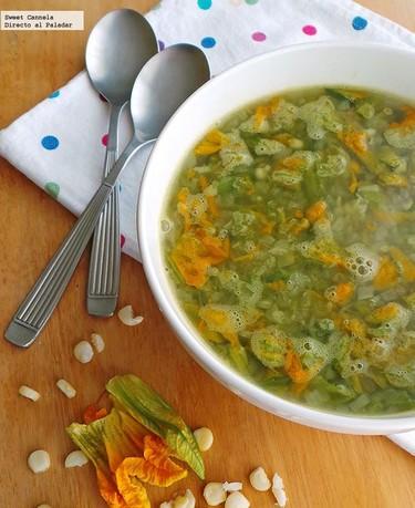 Sopa de chile poblano y flor de calabaza. Receta