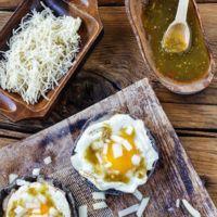 Huevos revueltos con cebolla y tortilla, crepas al coco con salsa de fresas y mucho más de Directo al Paladar México (XXXV)