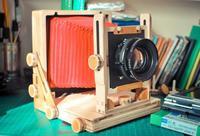 Si quieres hacerte con una cámara de gran formato económica, echa un vistazo al proyecto Intrepid 4x5