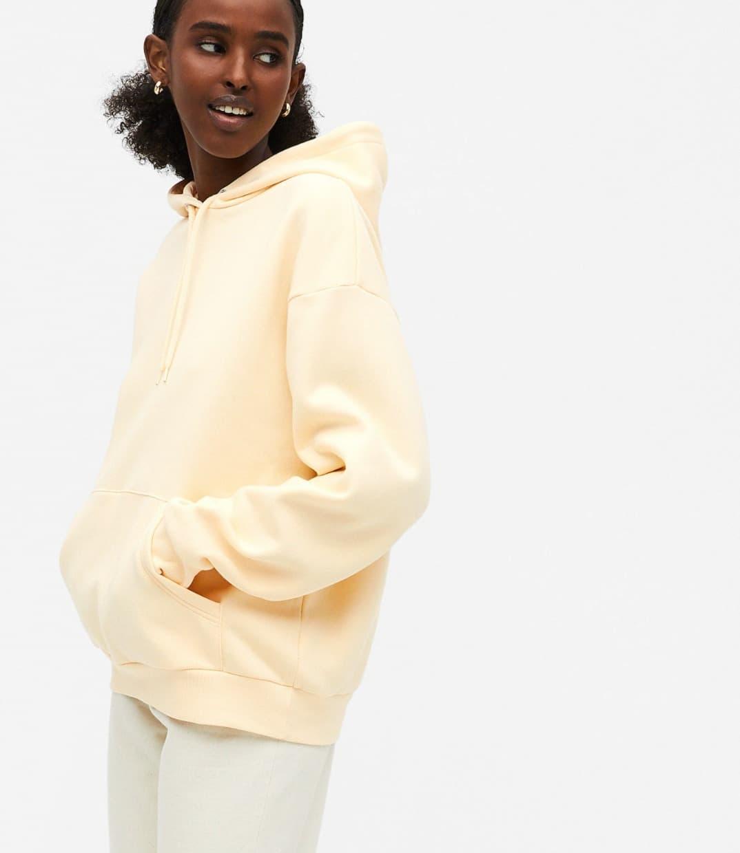 Sudadera con capucha amarilla de algodón orgánico Oda de Monki