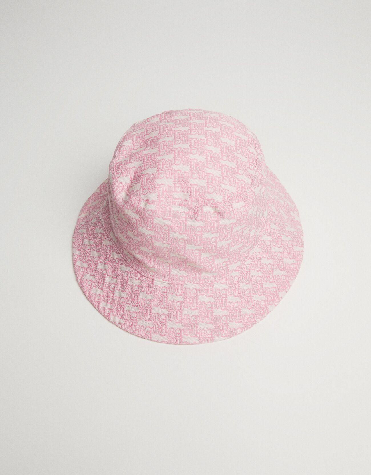 De color rosa estampado.
