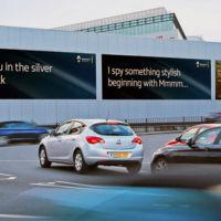 Renault estrena en Londres vallas publicitarias con mensajes personalizados para tí