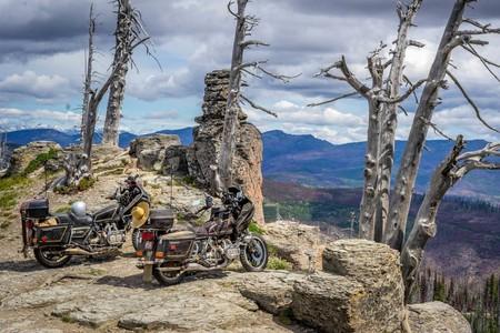 Hacer motocross con dos Honda Gold Wing es la dolorosa forma de destrozar unas motos casi clásicas