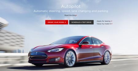 El Tesla Model S es un poquito más autónomo con la llegada de su piloto automático
