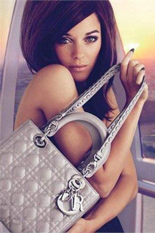 Adivina, adivinanza. ¿Quién protagoniza la última campaña de Lady Dior?