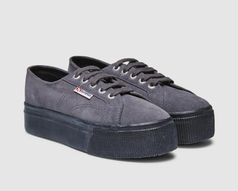 Zapatillas de serraje de mujer Superga de color gris con plataforma