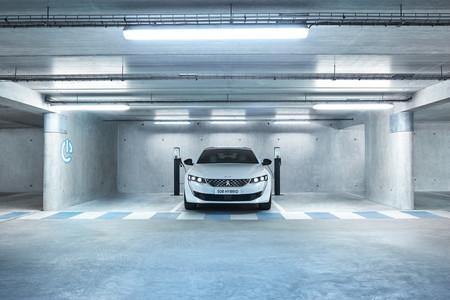 Peugeot 508 Hybrid, ofrece hasta 54 km de manejo 100% eléctrico