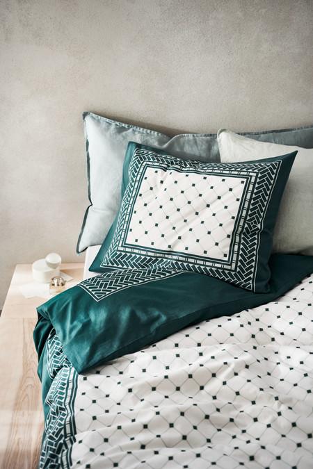 Las mejores rebajas en ropa de cama y accesorios textiles para estrenar dormitorio esta temporada