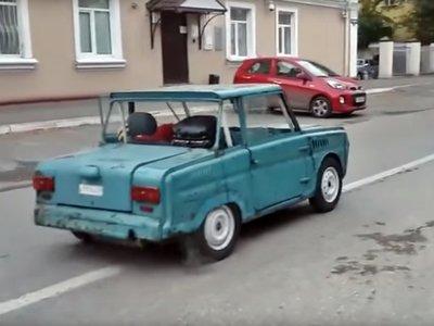 ¡Demencia rusa! Este micro-coche para discapacitados ahora lleva un motor de Honda CB1100 y 110 cv