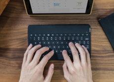 Con esta selección de teclados Bluetooth para tu tablet te olvidarás del portátil en verano