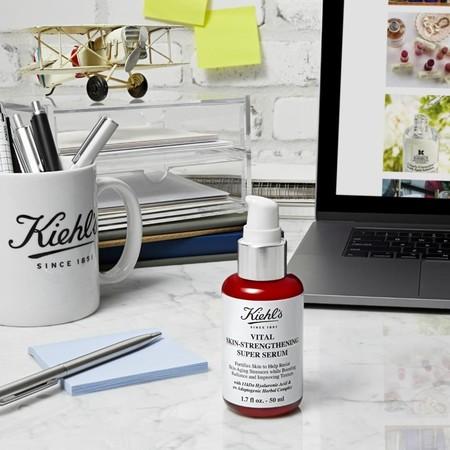 Kiehl's tiene un nuevo sérum ultraligero y de rápida absorción que te pone buena cara incluso después de dos meses confinada