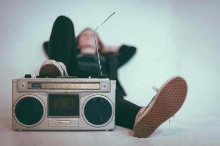 Radio, Relax y Resistiré: así están cambiando nuestros hábitos de escucha de música y podcasts con el distanciamiento social