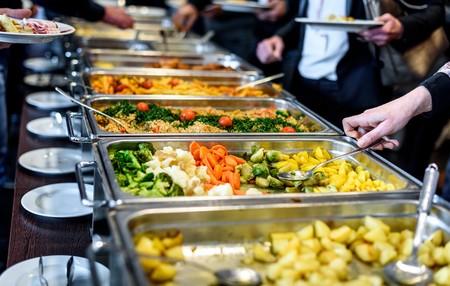 """""""Dieta"""" y """"buffet libre"""" no son enemigos: así tiene que ser tu comida para seguir perdiendo peso"""