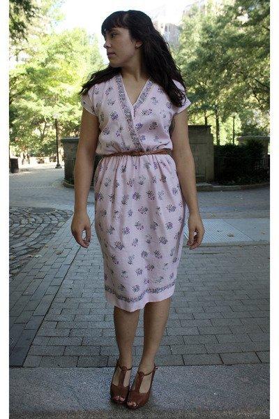 pink-vintage-dress-brown-forever21-belt-brown-banana-republic-outlet-shoes_400.jpg