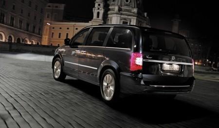 Lancia Voyager 02