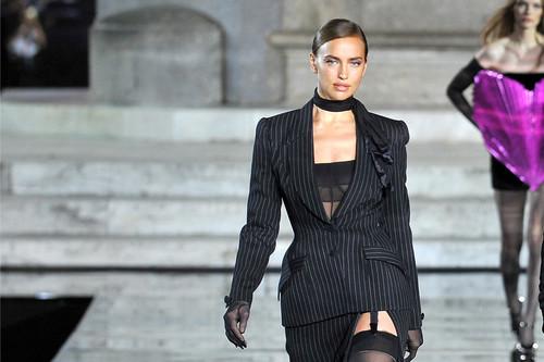 Irina Shayk desfila por primera vez tras su ruptura con Bradley Cooper