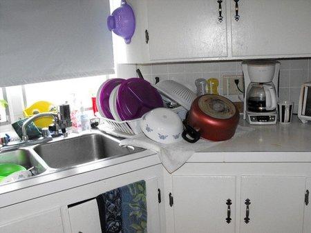 Cómo eliminar la grasa de los muebles de la cocina