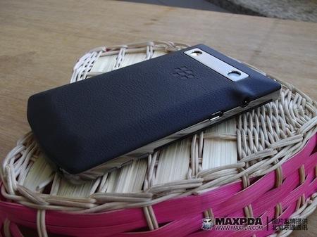 Foto de BlackBerry Bold 9980 Knight, nueva serie limitada de BlackBerry de gama alta (36/39)
