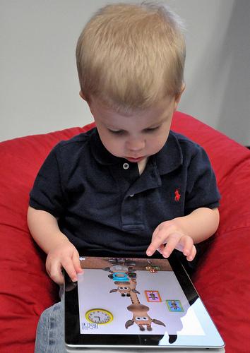 Leyendo tablet