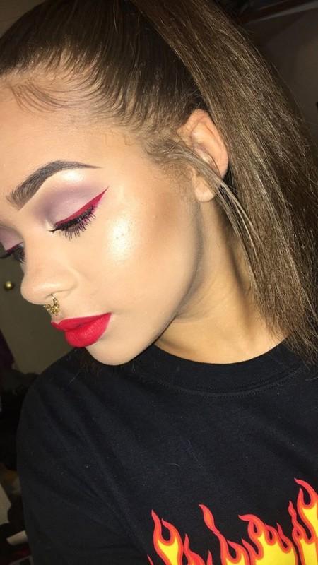 Eyeliner Rojo 9