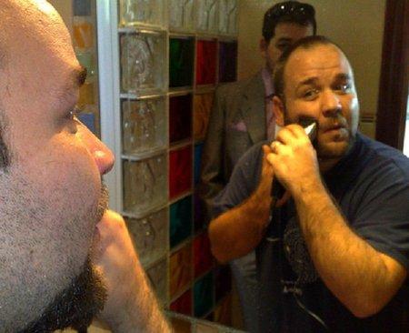 Para el afeitado, utilizar la maquinilla eléctrica