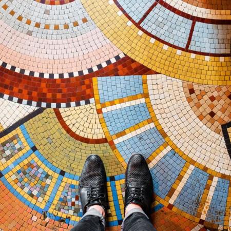 Cuando visites París, mira hacia abajo y pon mucha atención en el diseño de sus aceras
