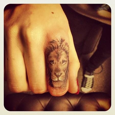 Cara Delevigne tatuaje