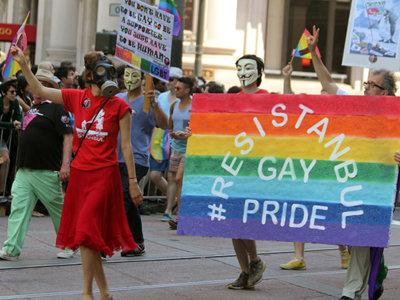 Así se celebra el día del orgullo gay en Turquía y otros países donde aún es peligroso hacerlo