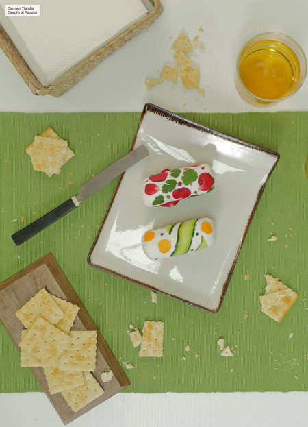 Rulos de queso de cabra decorados o cómo sorprender a tu pareja en San Valentín