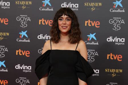 Los brillos más ideales iluminan la mirada de Belén Cuesta en la alfombra roja de los Premios Goya 2021