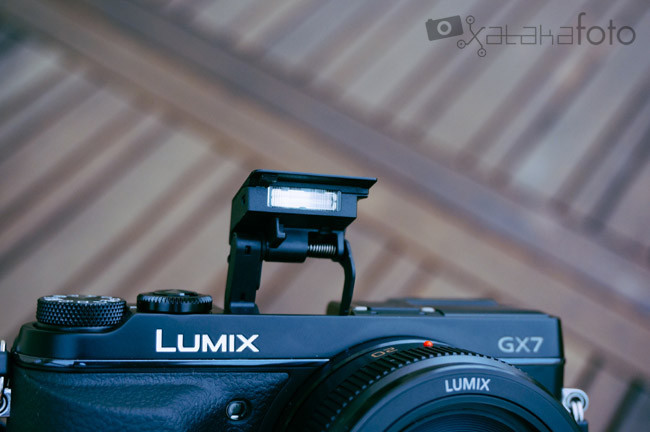 Lumix GX7 flash