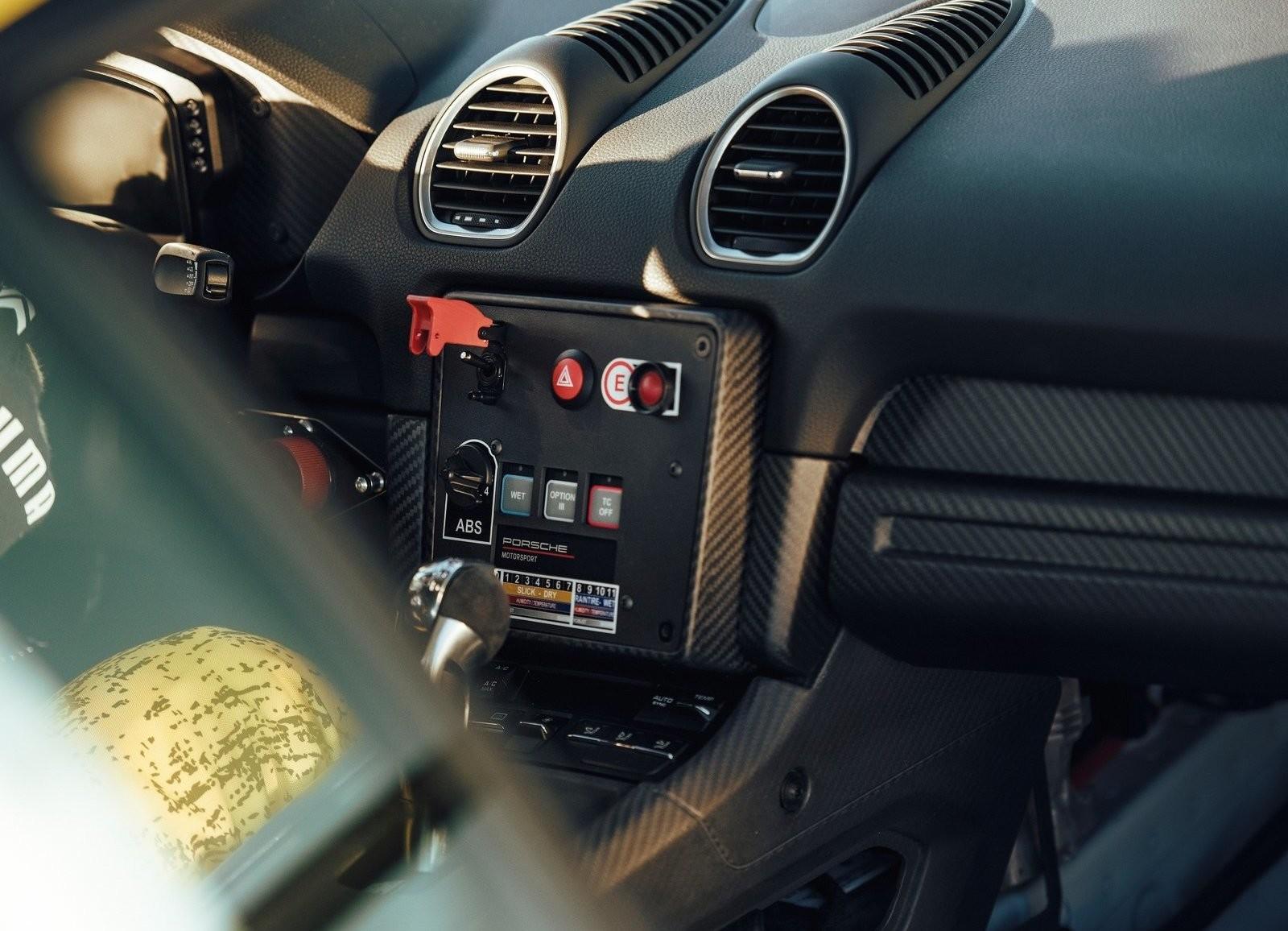 Foto de Porsche 718 Cayman GT4 Competition (11/13)