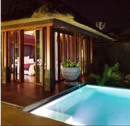piscina y terraza privadas