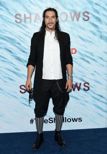 """Óscar Jaenada comparte photocall con Blake Lively en NY con motivo de la première de la película """"The Shallows"""""""