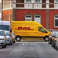 """""""DHL: Su paquete está llegando"""": una nueva estafa por SMS busca infectar tu Android con un troyano bancario"""