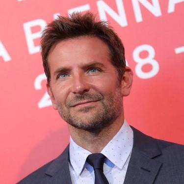 Con atención a los detalles, Bradley Cooper lleva un perfecto look a la premiere de 'A Star is Born'