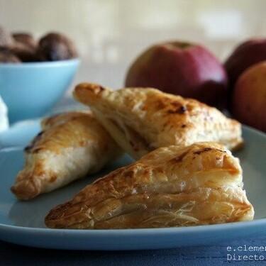 Empanadillas de manzana, nueces y gorgonzola con hojaldre, una sencilla receta que engancha por el contraste de sabores