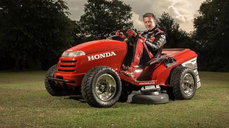 El anonimato de The Stig, ¿segado por el Honda Mean Mower?