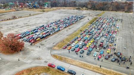 1,200 autos deportivos marchan en caravana para cumplir el último deseo de un pequeño