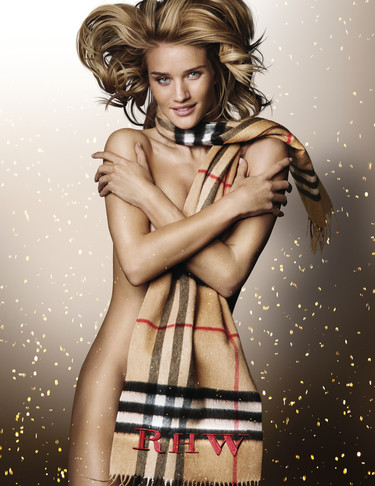 Rosie Huntington-Whiteley se desnuda para Burberry