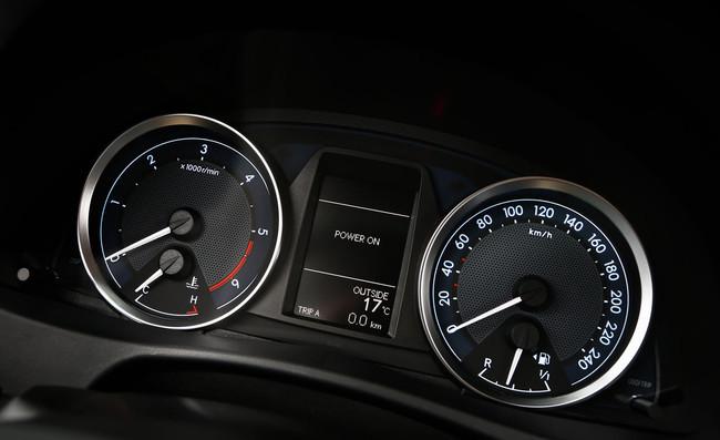 Toyota Auris 2013 panel de instrumentos