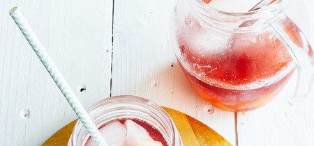 Clericot de vino rosado. Receta de bebida de primavera