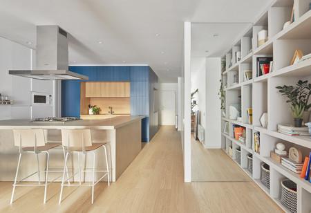 La reforma alegre y joven de un piso en Barcelona de 95 m2