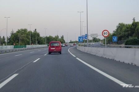"""Habrá peajes en las autopistas y autovías: el Gobierno ultima su plan de pago por uso y recurre al """"quien contamina paga"""""""