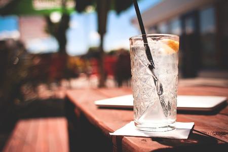 ¿Te pueden obligar a servir agua del grifo si tienes un bar?