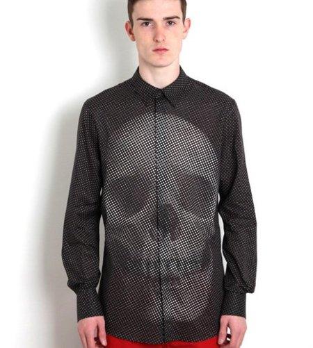 Camisa de lunares con calavera, de Alexander McQueen