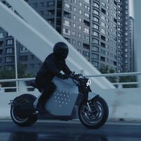 La Da Vinici DC100 es una espectacular moto eléctrica que, además de ser veloz, promete autoequilibrarse y seguirte